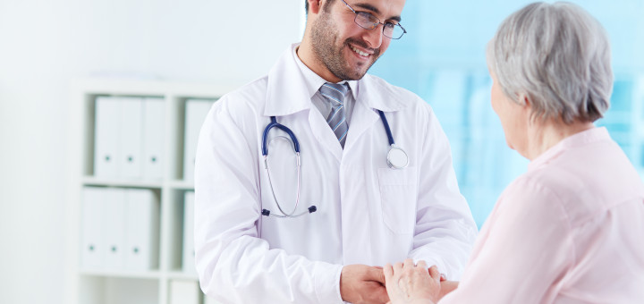 Dottore a colloquio con paziente