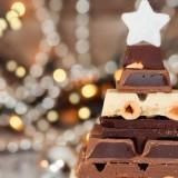 albero-natale-fatto-con-tavolette-cioccolato-986x400